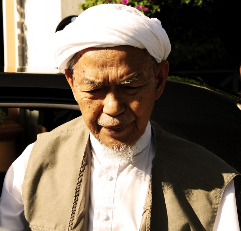 Nik Aziz Kelantan - Nik Mohamad Abduh Jelas Doktor Minta Kurangkan Pelawat Nik Aziz
