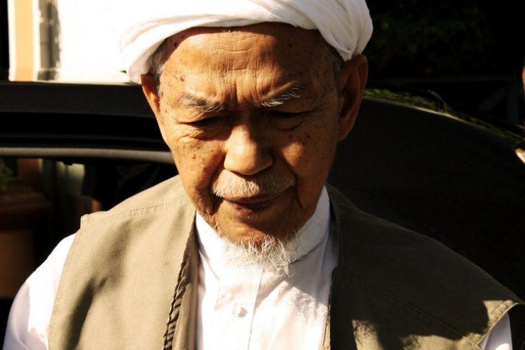 Nik Aziz Kelantan 765x510 - Nik Mohamad Abduh Jelas Doktor Minta Kurangkan Pelawat Nik Aziz